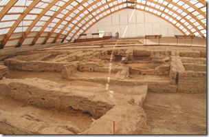 Fig 9 Çatalhöyük 9.5kya post-agriculture; all domestic spaces, no complex monumental architecture, the only public space being house roofs