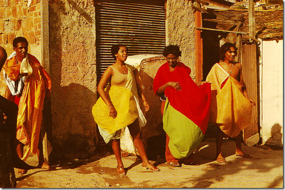 Hélio Oiticica Parangolé P 08 Capa 05 – Mangueira, 1965; P 05 Capa 02, 1965; P 25 Capa 21- Nininha Xoxoba, 1968; P 04 Capa 01, 1964. Image from Ivan Cardoso's film H.O, 1979. Credits: Catalogue Hélio Oiticica. The Body of Color, 2007, p. 317
